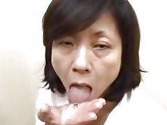 Ճապոնական մայրը sucks глотает injects